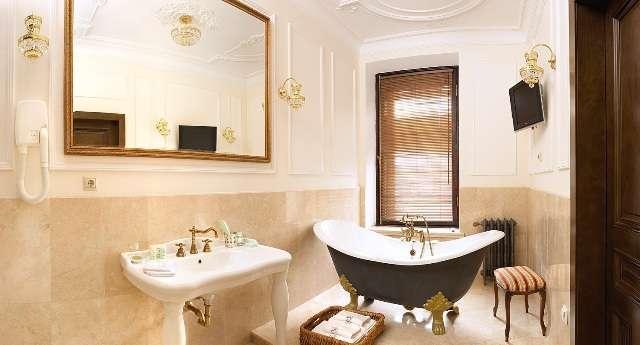 ванна на ножках отдельностоящая в интерьере, купить ванну на лапах