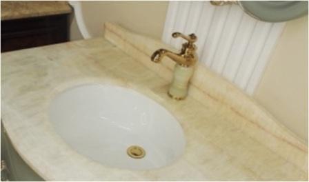 большой выбор смесителей в классическом стиле для ванной комнаты