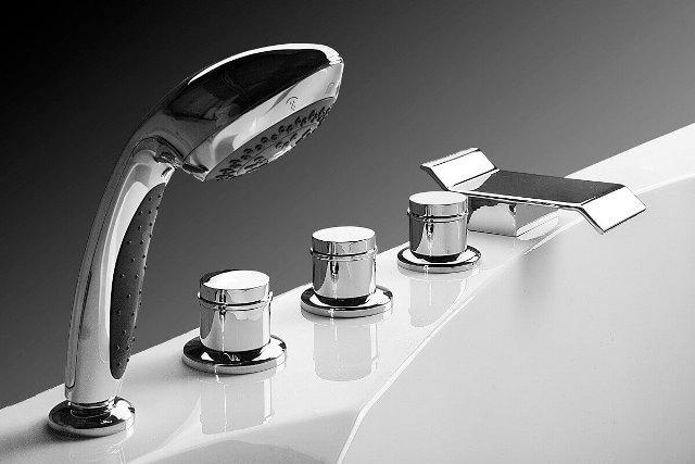 встроенный смеситель в ванну