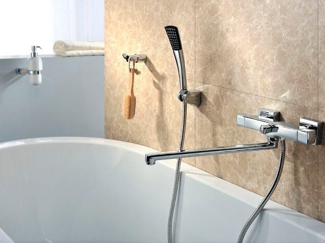 смеситель для ванны с длинным изливом и душем