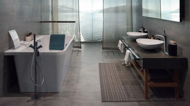Современная дизайнерская ванная комната, две раковины