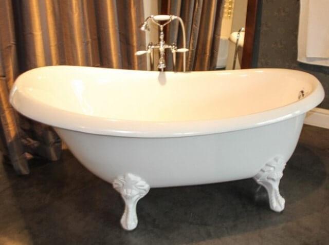 Роскошная ванна на лапах из акрила Виктория PAA